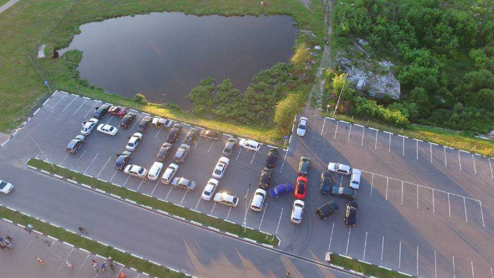 В Дятькове Брянской области водители выстроили из 37 автомобилей слово «Россия»