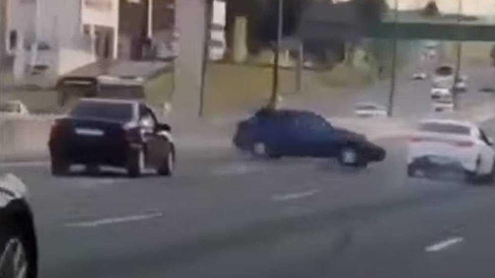 На МКАД сняли видео о таранах перегревшихся водителей