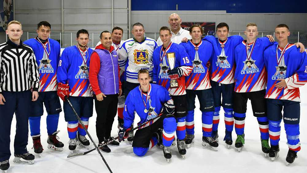 Брянский губернатор Богомаз сыграл в хоккей против молодежной сборной