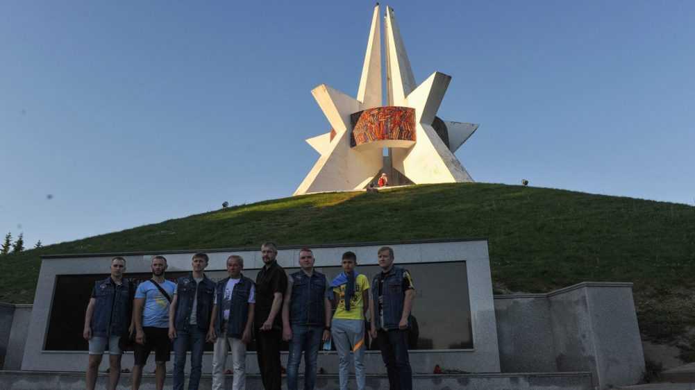 Участники мотопробега «Москва-Брест» побывали в Брянске и поехали с топорм в Белоруссию