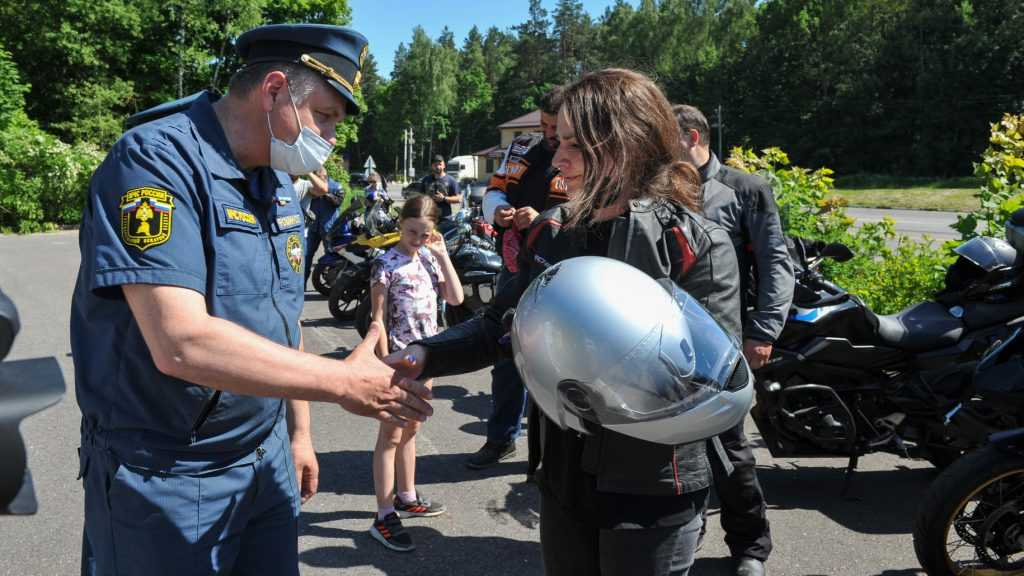 Участники мотопробега «Москва-Брест» побывали в Брянске и поехали с топором в Белоруссию