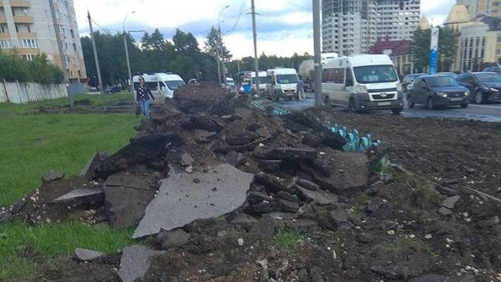 В Брянске потребовали по щучьему велению заменить тротуар у мясокомбината