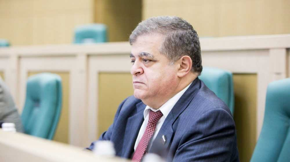 Сенатор назвал источник антипрививочной истерии в России