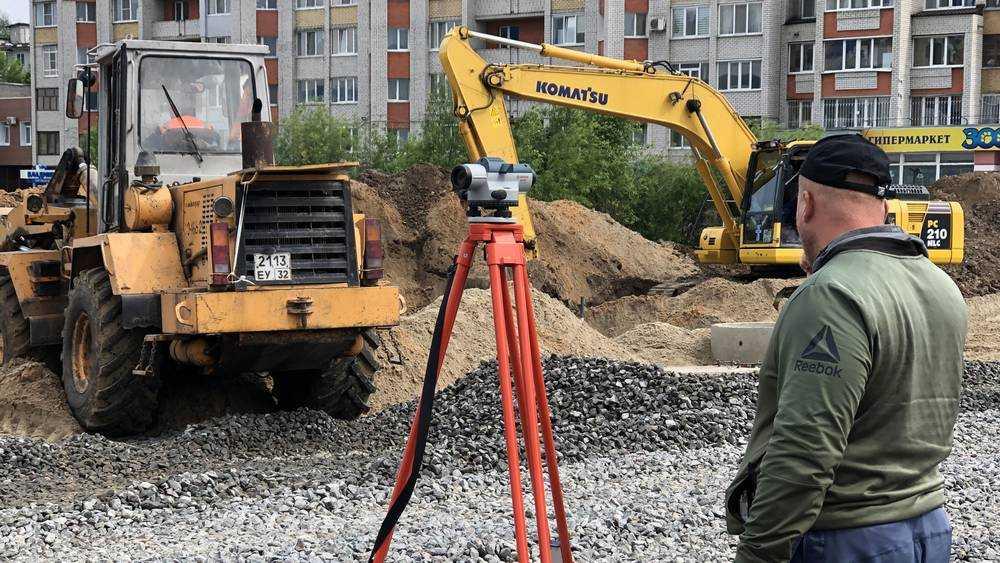 В Брянске на Объездной улице началось строительство автобусных остановок
