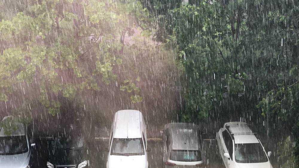 На Брянскую область вечером обрушился сильный ливень с грозой и градом