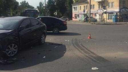 В Брянске пьяный водитель на «Ниссане» устроил ДТП