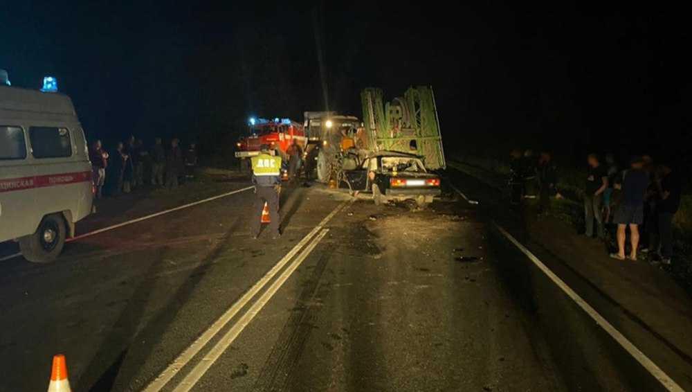 Под Унечей в ДТП с ВАЗ и трактором погибли двое мужчин, ранены женщина и ребенок