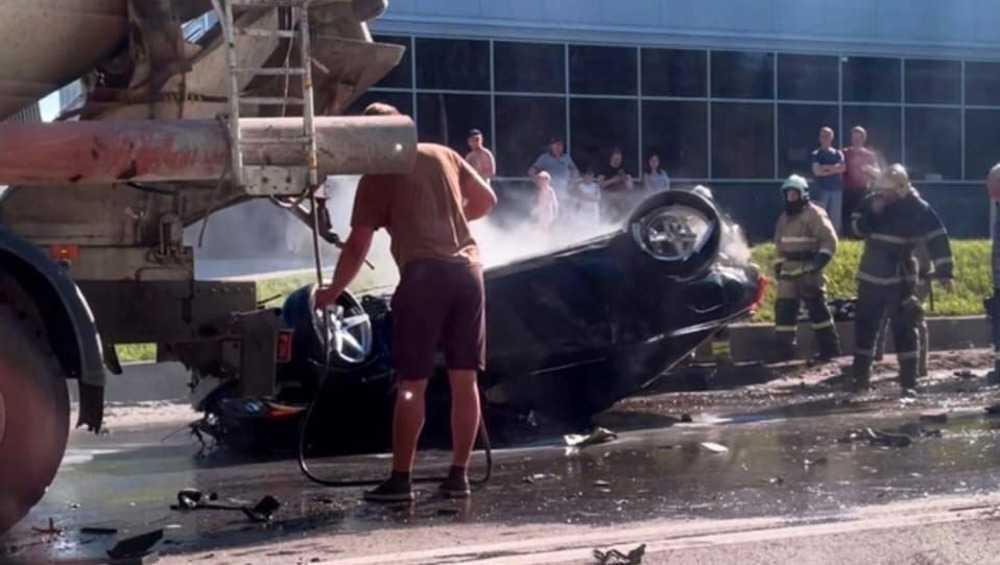 В Брянске на Флотской два человека пострадали в ДТП со сгоревшим автомобилем