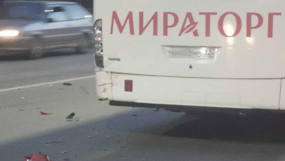 В Брянске автобус «Мираторга» попал в аварию с иномаркой