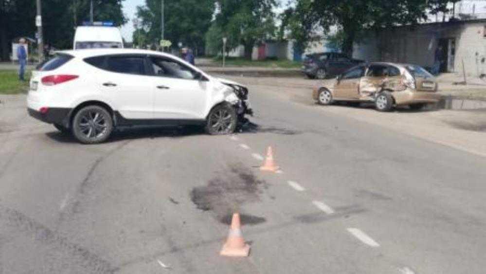 В Брянске водитель Hyundai в ДТП покалечил 39-летнюю автомобилистку