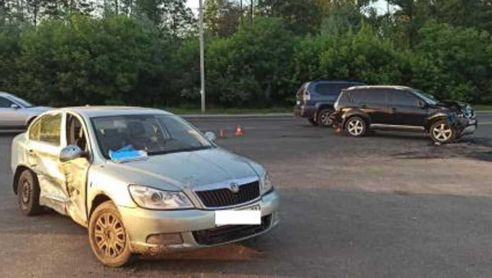 В Брянске в ДТП с двумя легковушками на Флотской пострадали оба водителя