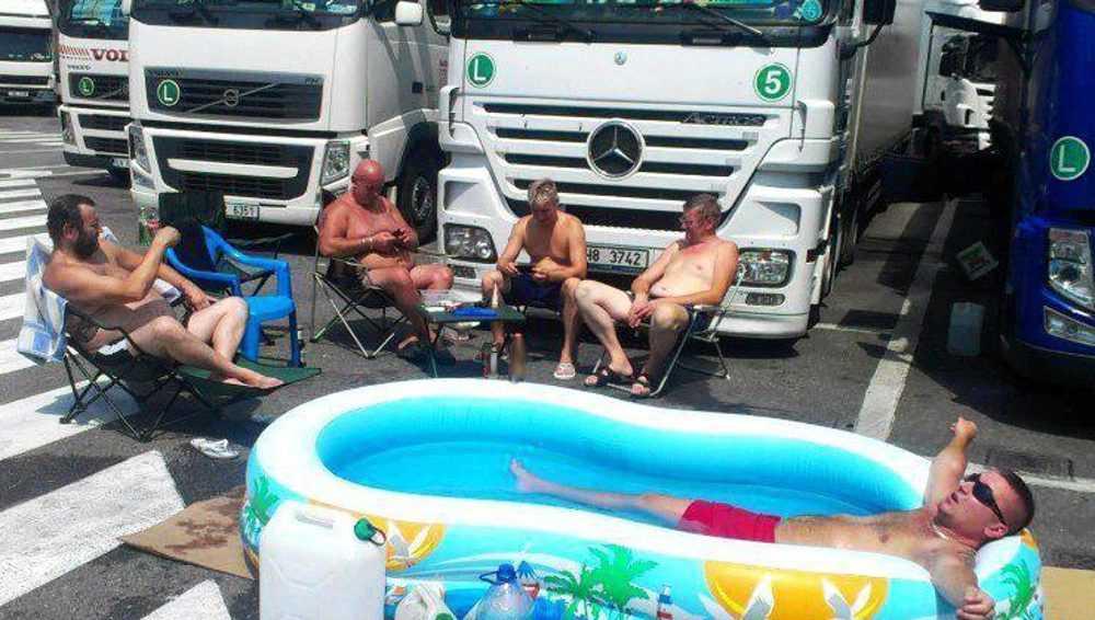 Из-за жары на дорогах Брянской области ограничили движение большегрузов