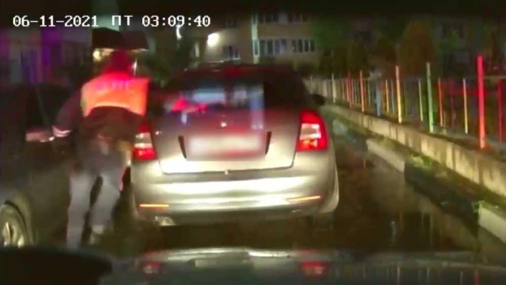 В Брянске сломавшего ногу сотруднику ГИБДД водителя оправили под суд