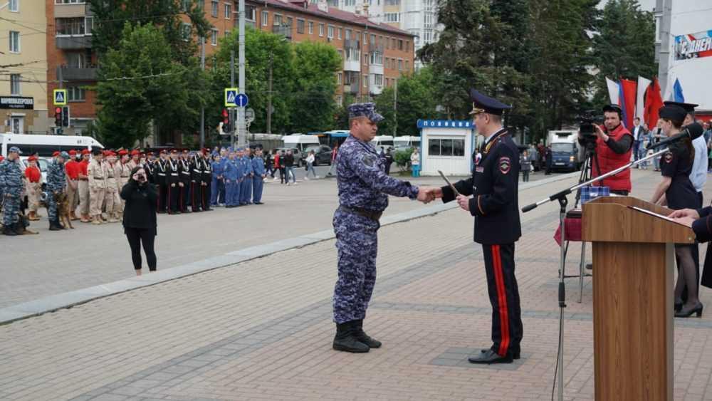 В Брянске прошёл общегородской развод нарядов Росгвардии и полиции
