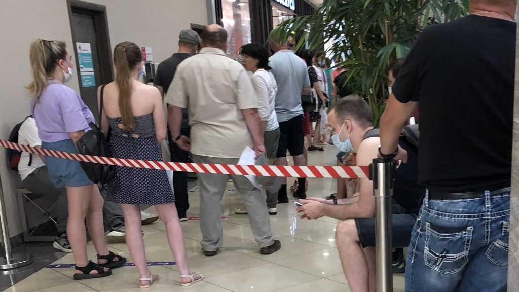 В брянских поликлиниках и ТРЦ закончилась вакцина «Спутник V»
