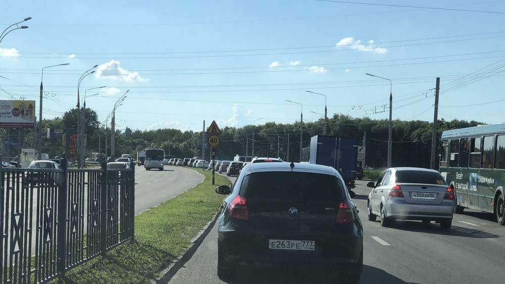 В Брянске из-за кольца сегодня перекроют две полосы Московского проспекта