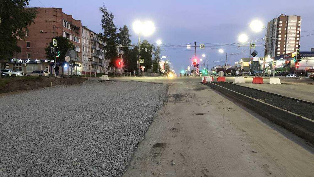В Брянске на Объездной улице начали укладку щебня на другой стороне дороги