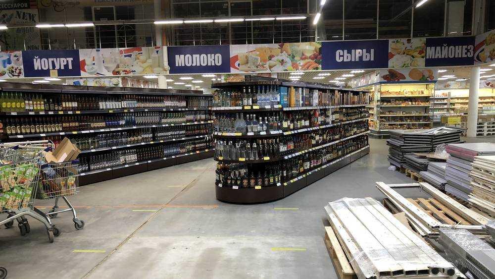 В Брянске в гипермаркете «Линия» покупателям сделали алкогольные коридоры