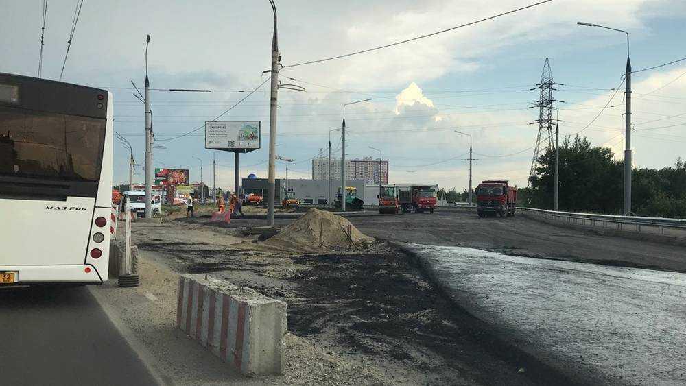 Из-за строительства кольца в Брянске у Metro возникли километровые пробки
