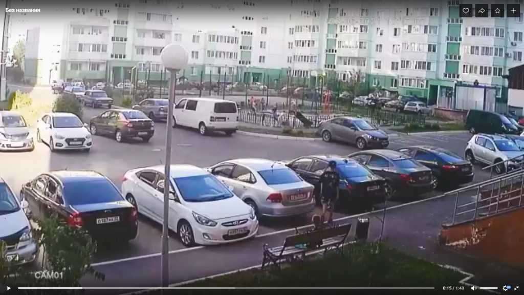 Житель Брянска предупредил детей, отвинчивающих колпачки с колес