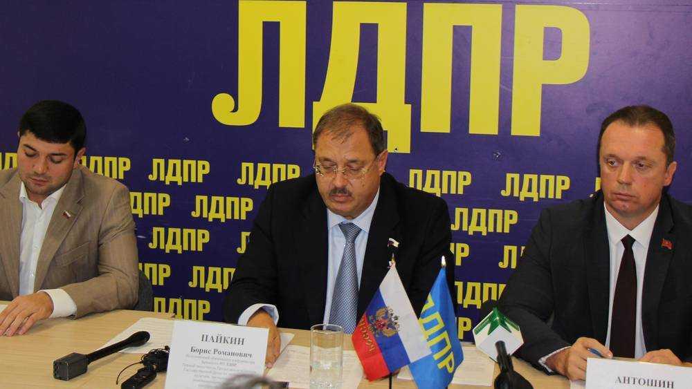 Депутат Антошин похвалил губернатора Богомаза за развитие села и аэропорт