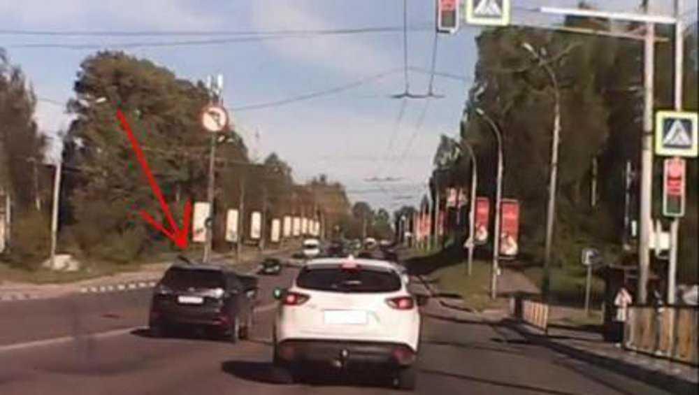 В Брянске по видео оштрафовали лихачевшего 64-летнего водителя «Лексуса»