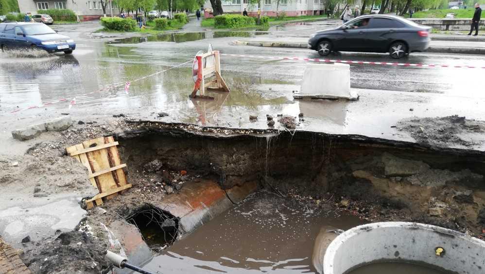 Жителей Брянска возмутило качество строительства ливнёвки на улице Пушкина