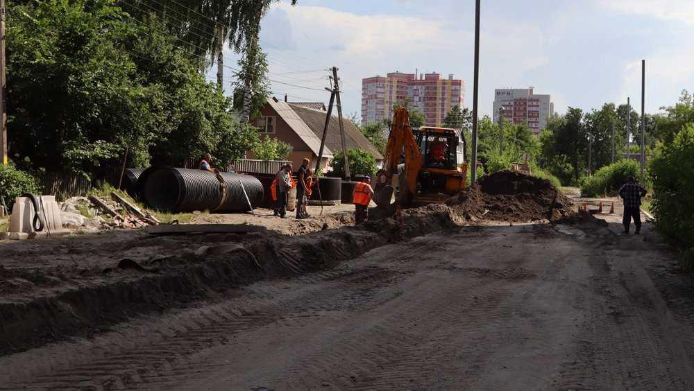 В Брянске строящаяся ливневка покончит с легендарной лужей на Медведева