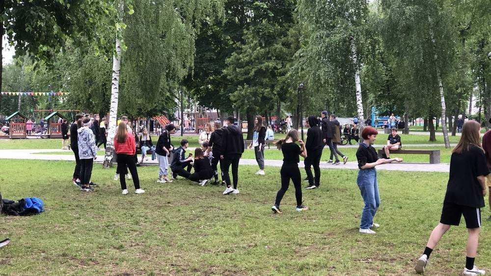 В Брянске Майский парк стал любимым местом отдыха молодежи