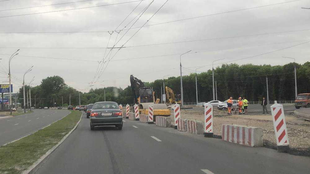В Брянске на Московском проспекте ускорили строительство кольцевой развязки