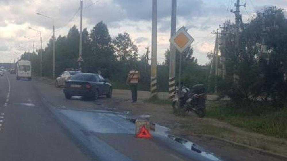 В Брянске 37-летний байкер протаранил автомобиль и проломил голову