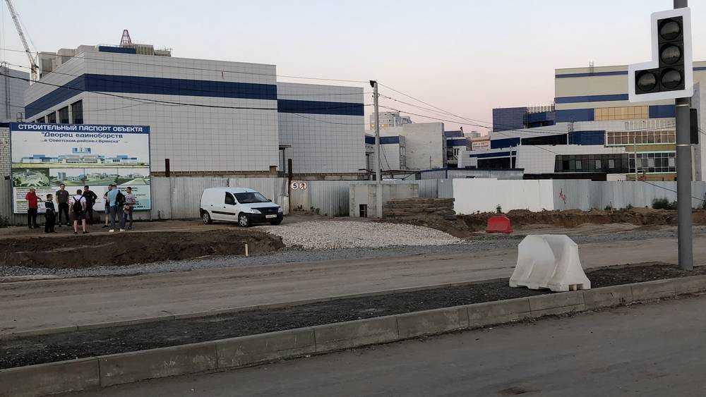 В Брянске на новой дороге на Объездной улице начали размещать камеру