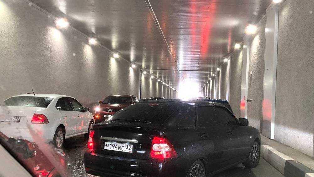 В Брянске спасавшиеся от града водители застряли в тоннеле ТРЦ «Аэропарк»