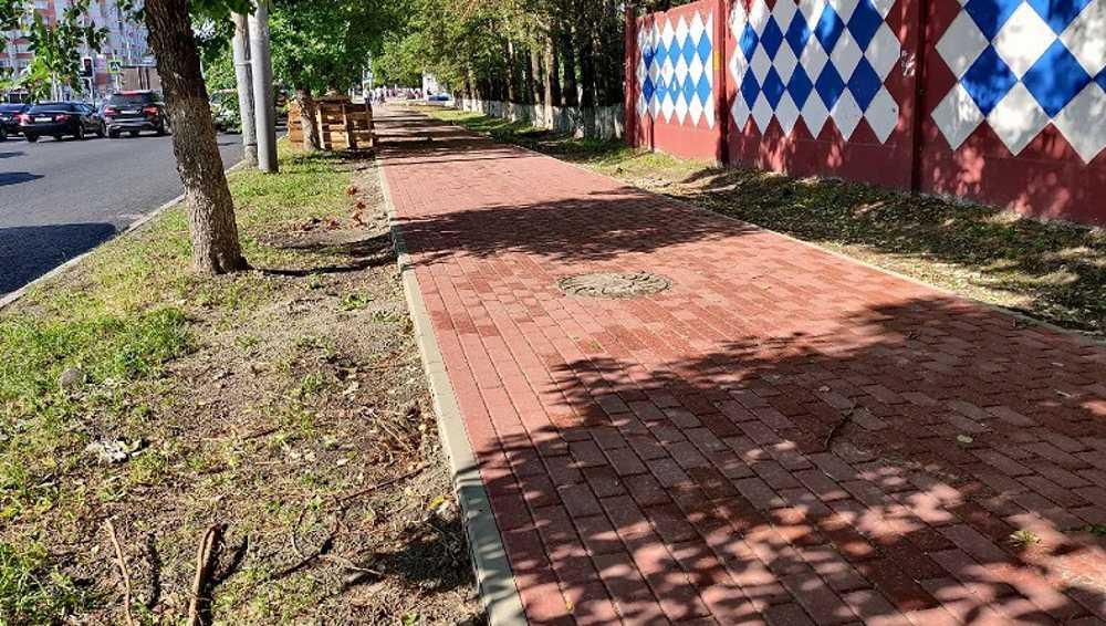 В Брянске на проспекте Станке Димитрова построили тротуары из плитки