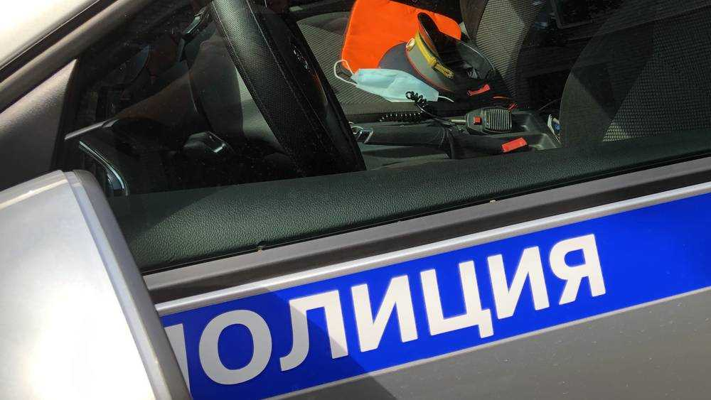 В Брянске на площади Ленина полиция проверила использование масок в транспорте