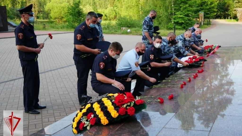 Брянские росгвардейцы приняли участие в памятном мероприятии к Дню памяти и скорби