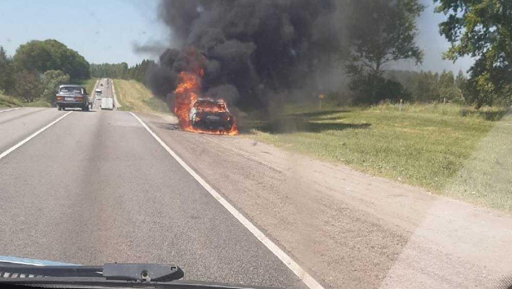 На выезде из Глинищева на смоленской трассе сгорела легковушка