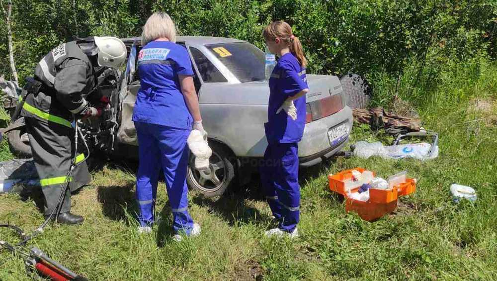 В Брянской области для вызволения пострадавшего в ДТП разрезали автомобиль