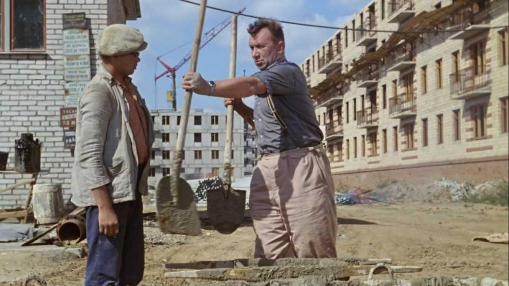 Российских пенсионеров предложили использовать на стройках