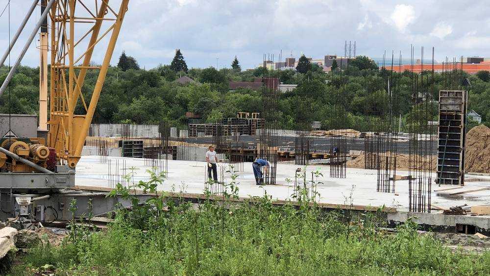 Жители Брянска призвали ускорить строительство новой школы в 4 микрорайоне