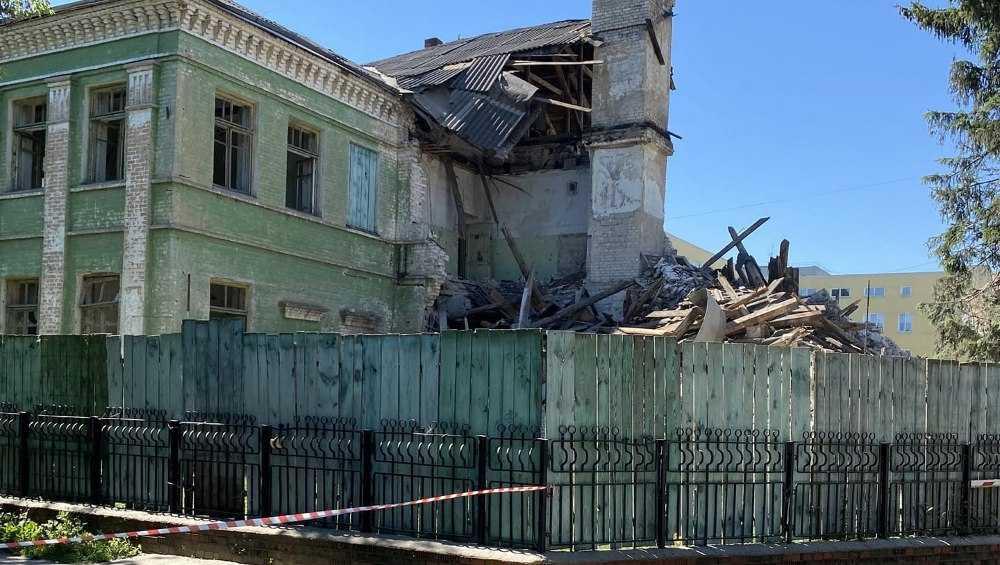 В Брянске начали сносить старое здание детской горбольницы №1 на улице Ульянова