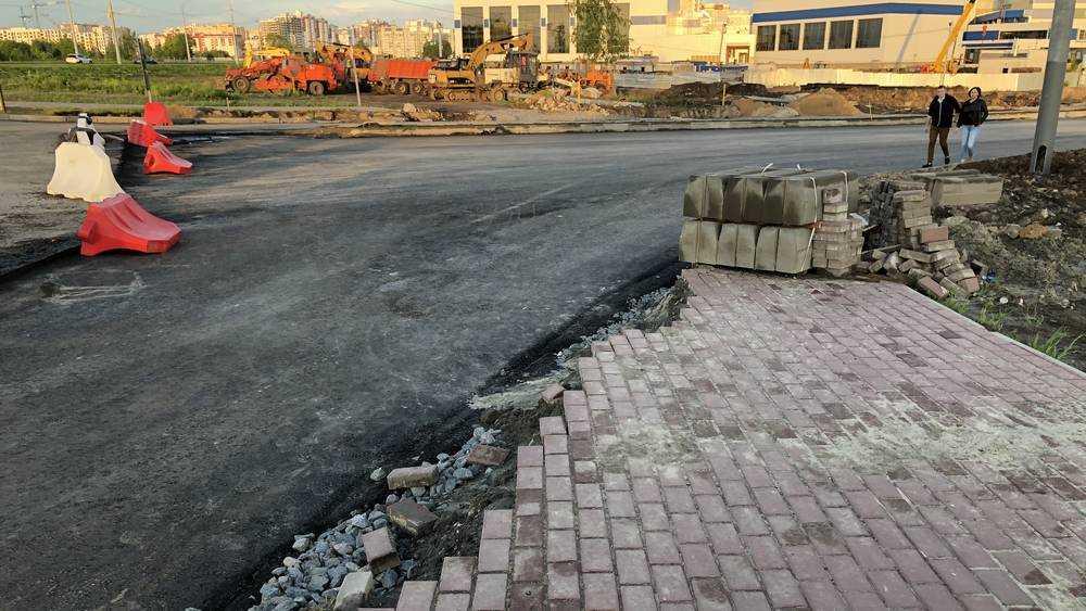 В Брянске гениальные проектировщики построили тротуар в никуда