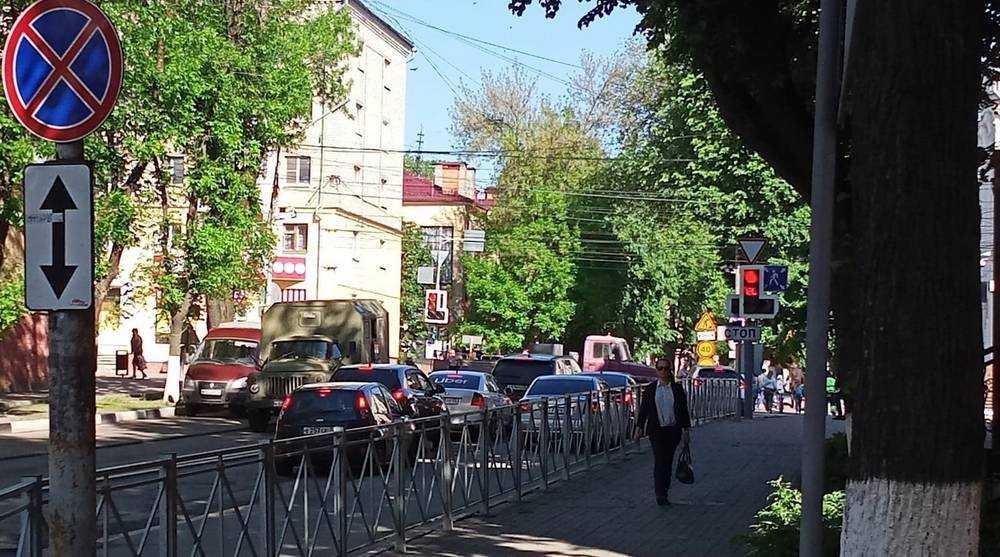 Брянск встал в пробке из-за ремонта на проспекте Ленина