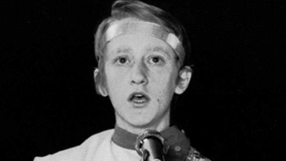 В Брянске 26 лет назад трагически погиб талантливый певец Максим Трошин