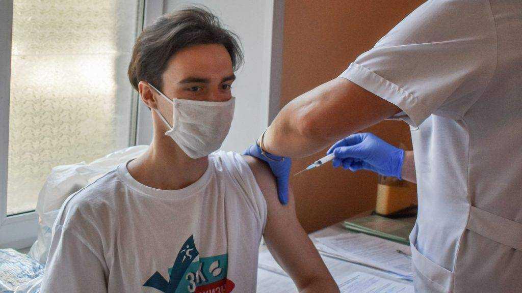 Врачи назвали «железные» основания медотвода от прививки против коронавируса