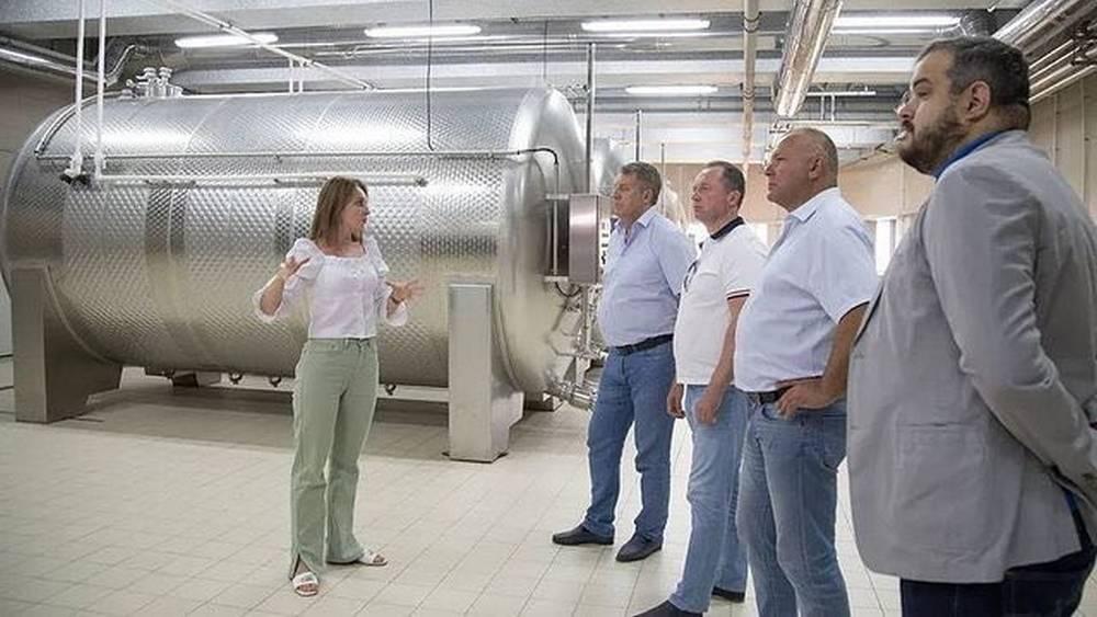 Брянский губернатор Богомаз посетил в Крыму крупнейшую молочную ферму