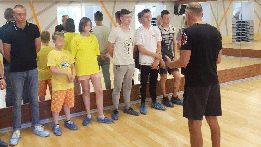 Сотрудники УИИ организовали для несовершеннолетних осужденных встречу с чемпионом мира по кикбоксингу