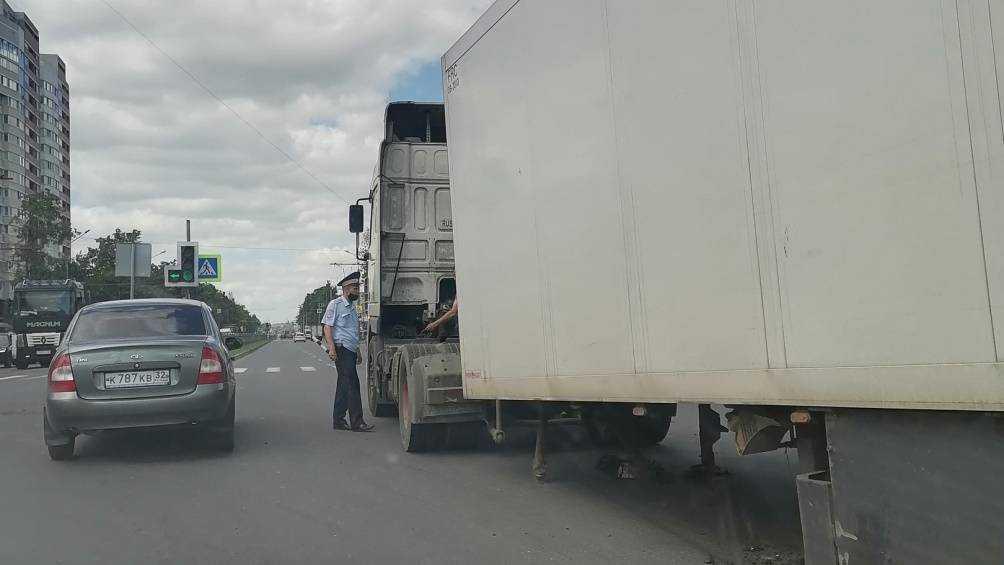 В Фокинском районе Брянска фура на ходу потеряла полуприцеп