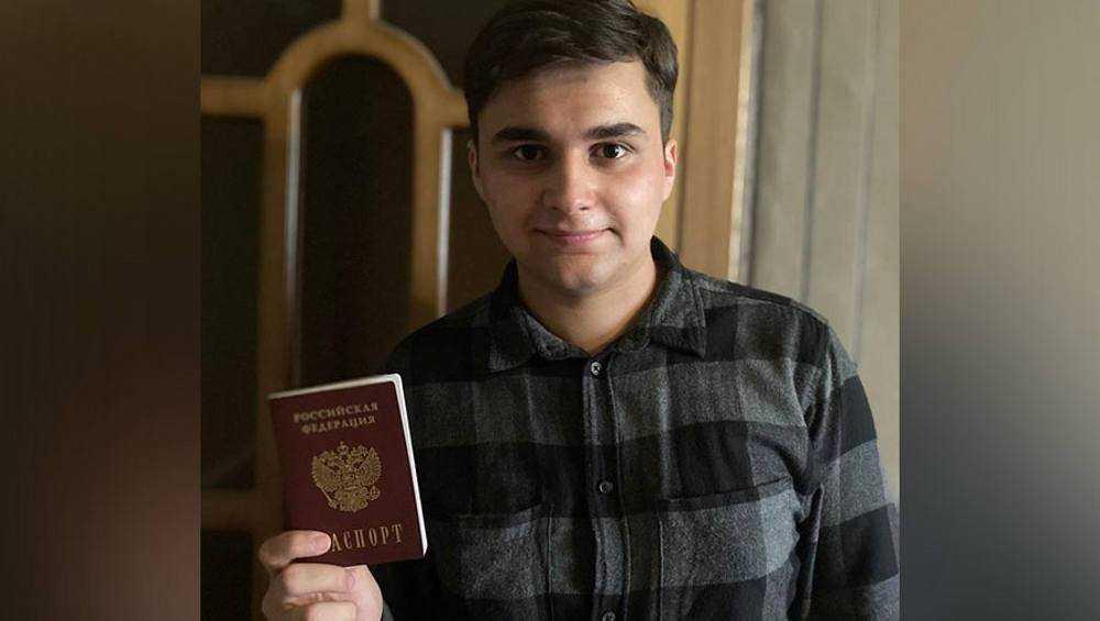 Брянский волонтер Ширинов избежал депортации и получил российский паспорт