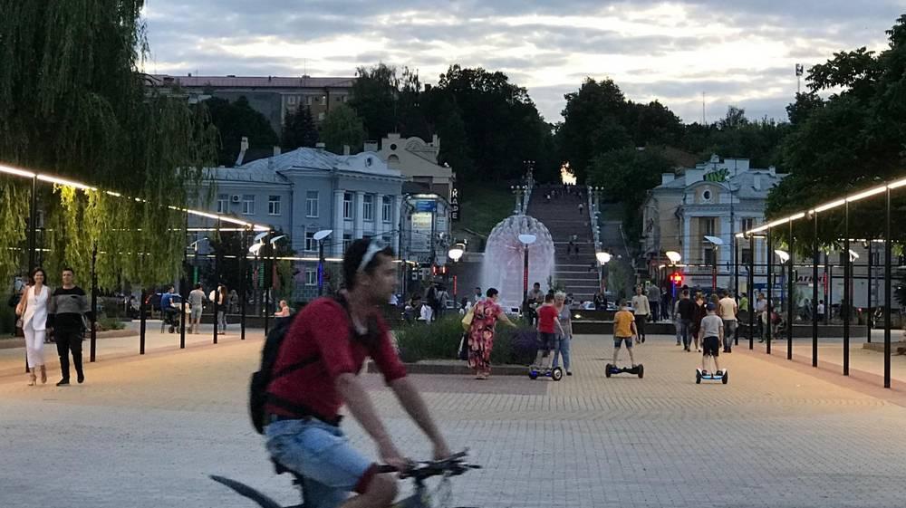 В Брянске пожаловались на неработающий фонтан и ночной мрак на набережной